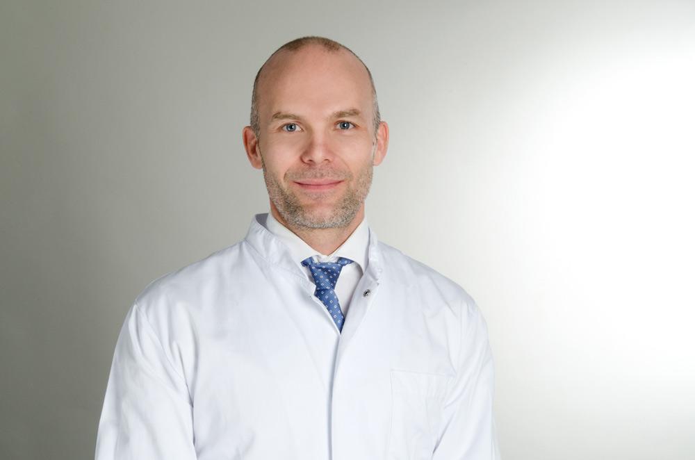 Dr. med. Simon Küpper, Facharzt und Spezialist für Kryolipolyse